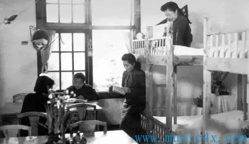1943年 金陵女子文理学院学生宿舍内景